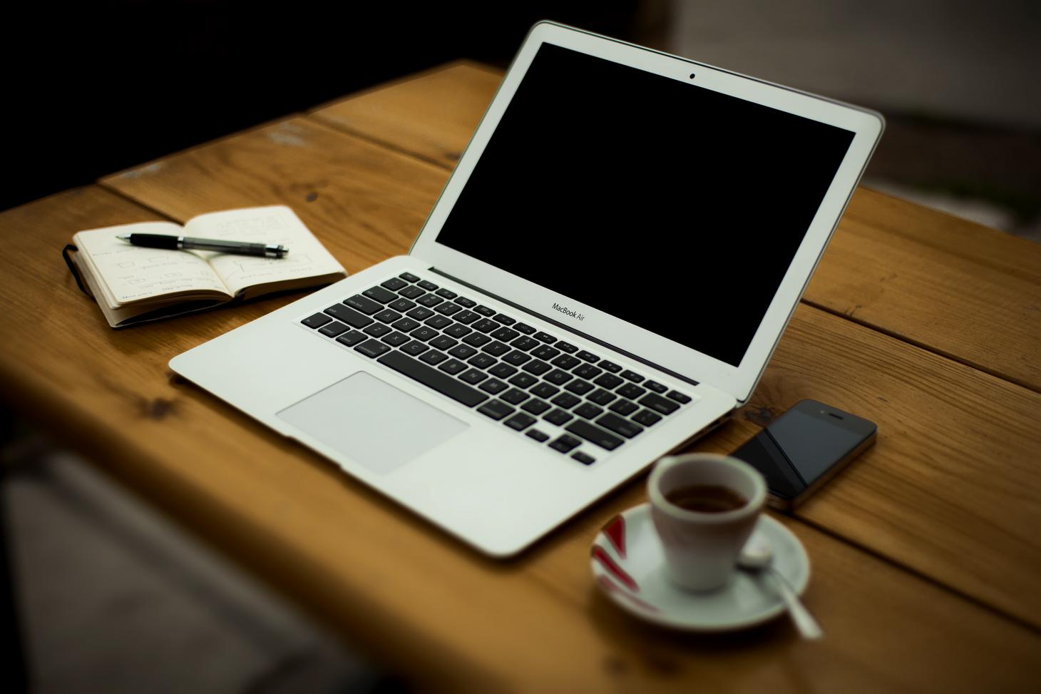 Innowacyjne rozwiązania – szkolenia on-line popularna forma kształcenia